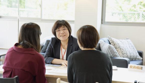 オープンキャンパスでは、教員に直接質問できるブースも