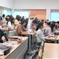 6/19 1年生 芸術論 授業風景