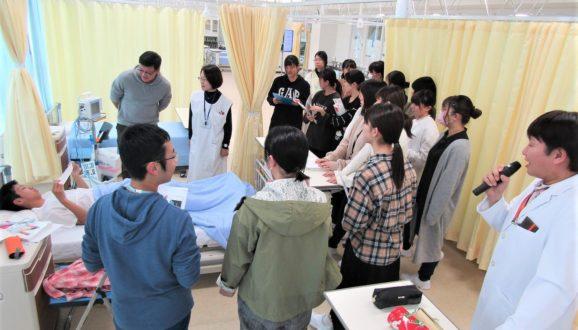 基礎看護学と成人看護学のコラボレーション企画『心電図と除細動』